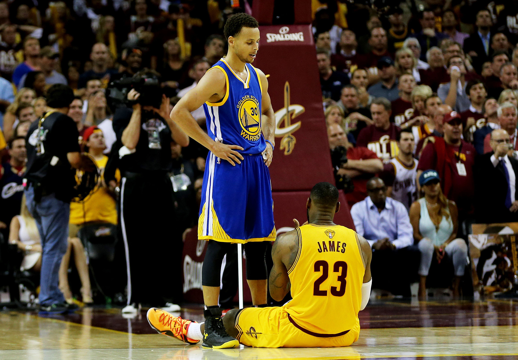 Stephen Curry passes LeBron James for NBA's top-selling jersey - LA Times