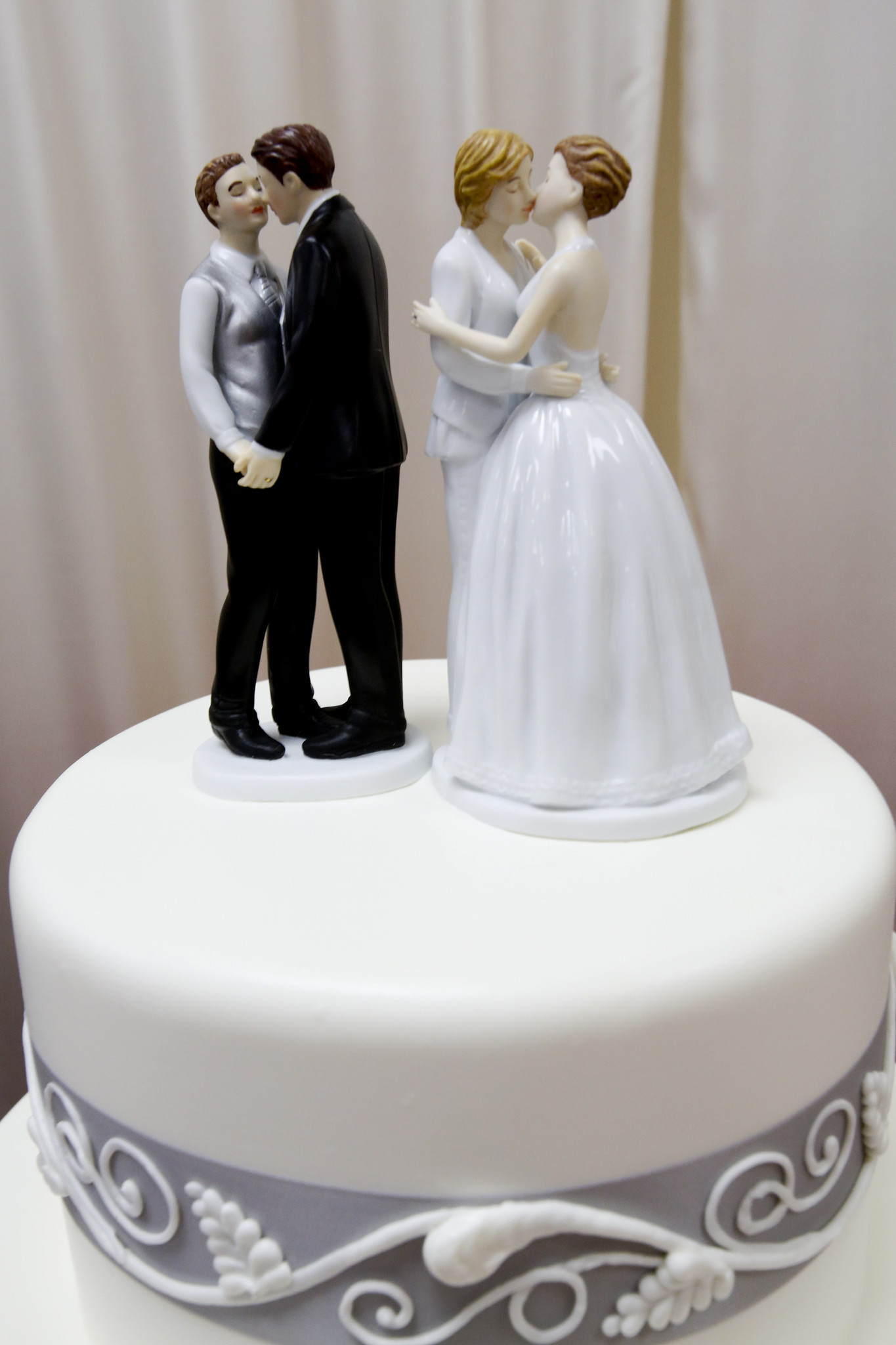 Wedding Cake Ideas For Gay Wedding : Former Oregon bakery owners must pay USD135,000 for denying ...