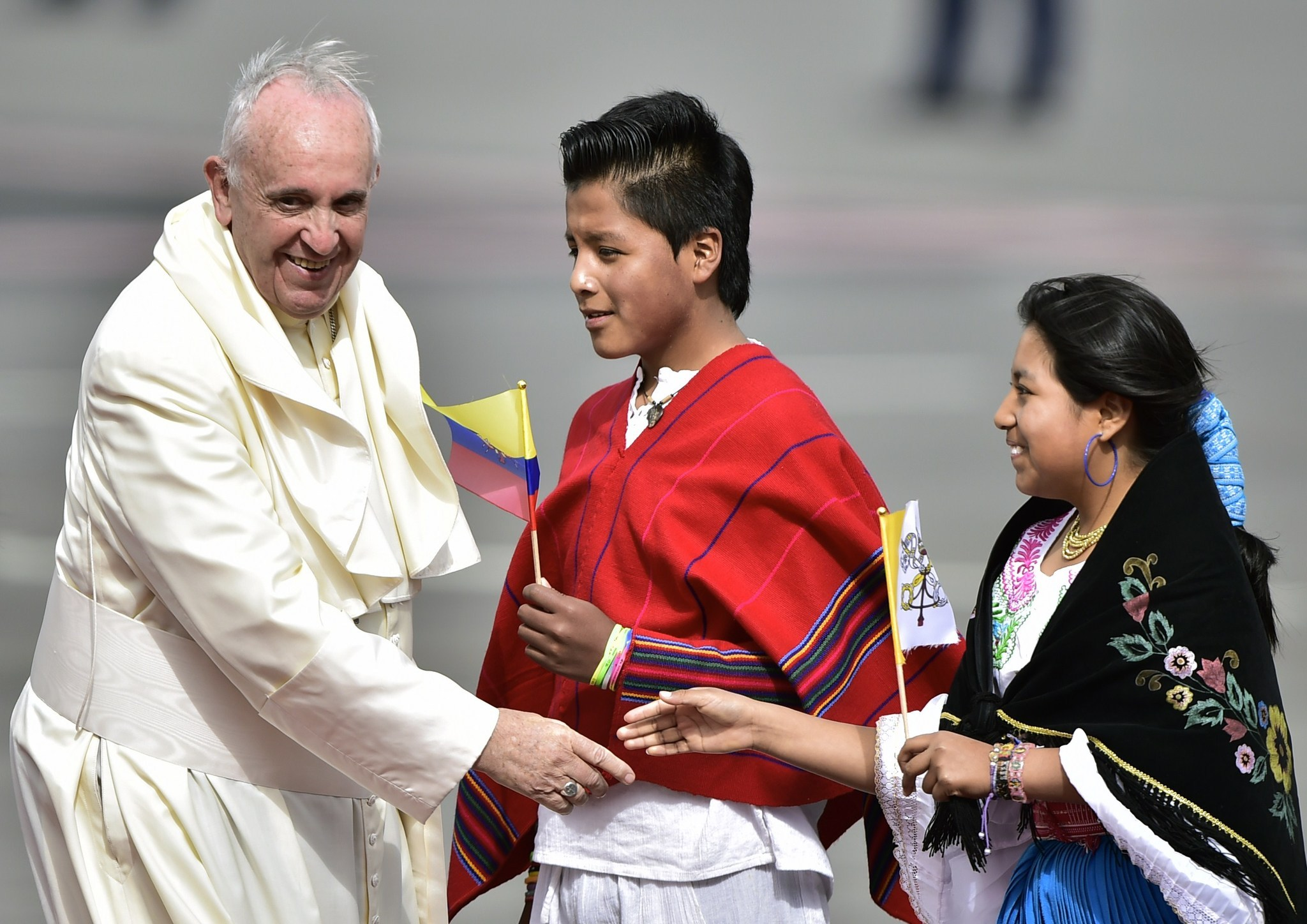 Hundreds of thousands hear pope praise families in Ecuador
