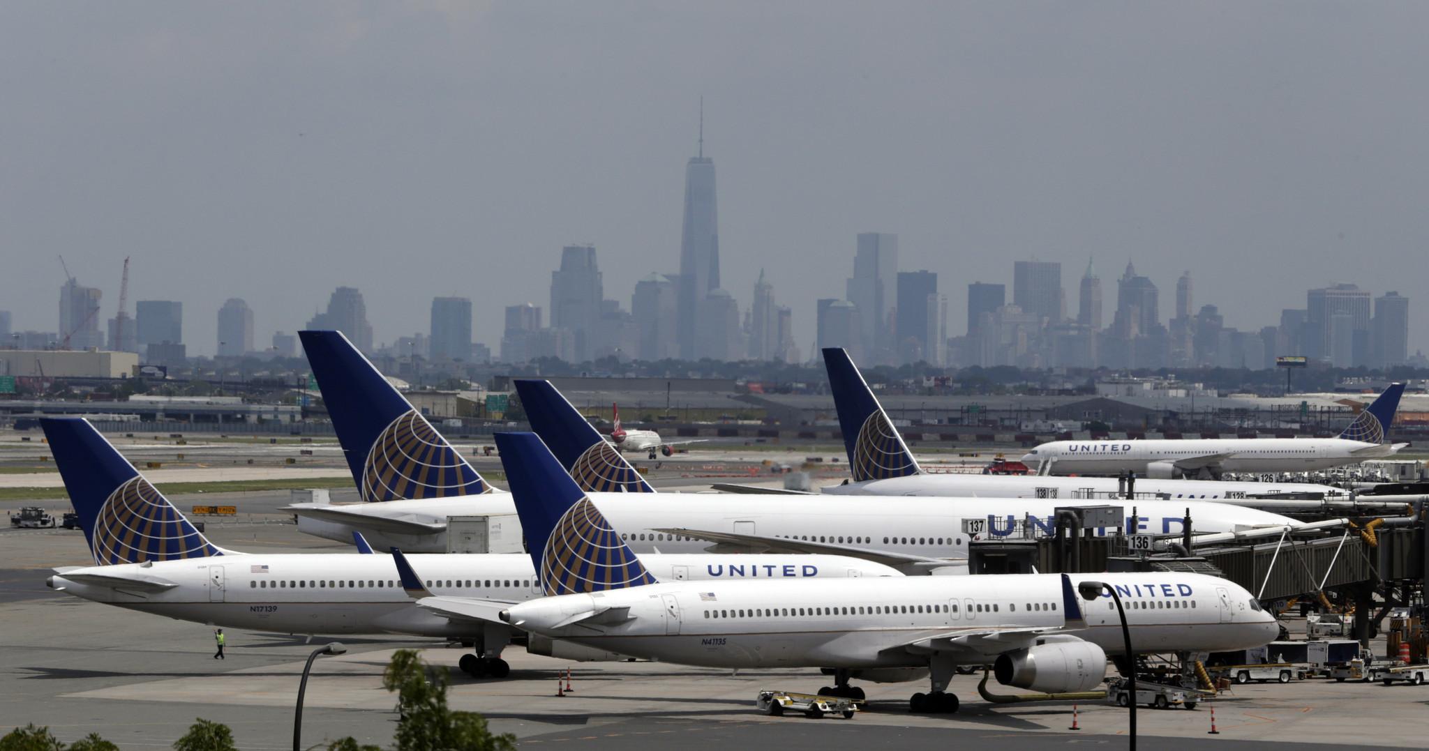 United Airlines reanuda vuelos tras falla informática - Hoy