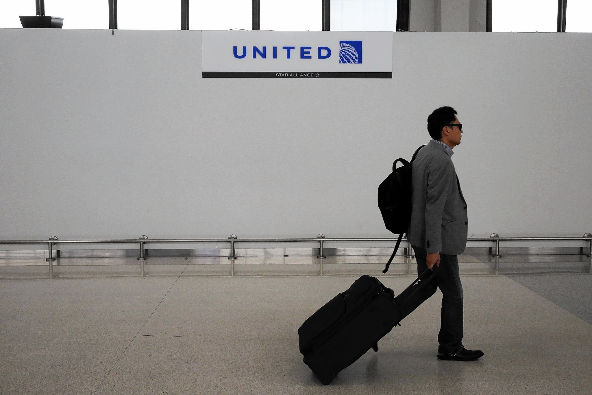 Airfares expected to hit 4-year low