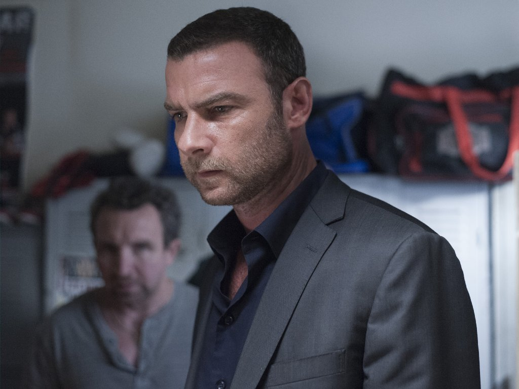 39 ray donovan 39 review series continues to dig its way out of dark corners chicago tribune - Liev schreiber ray donovan season 3 ...