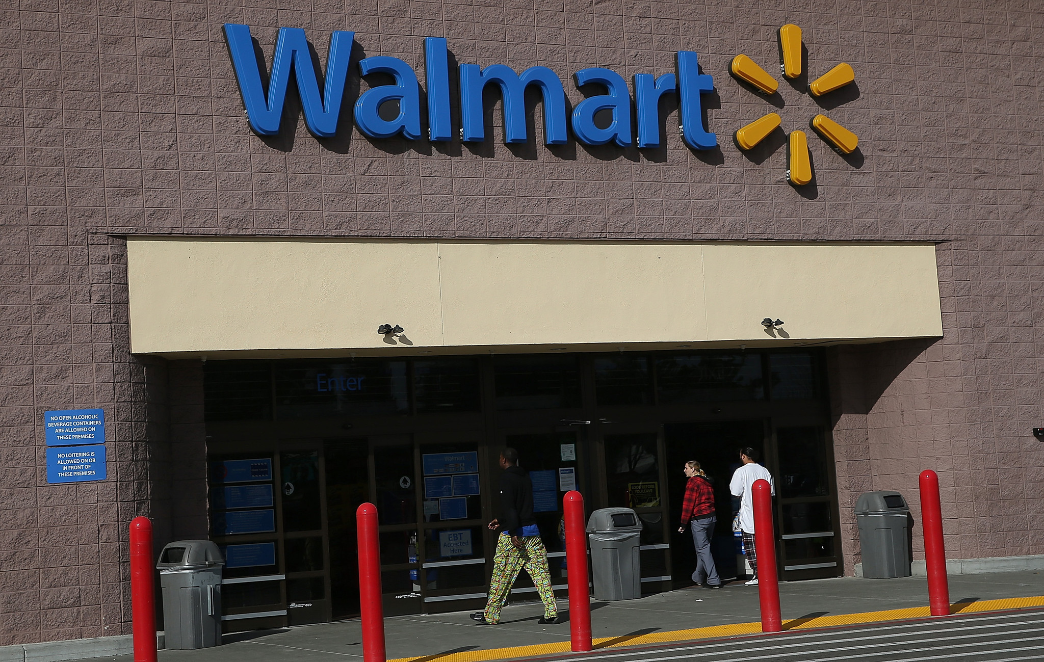 Wal-Mart accused of same-sex bias in class-action lawsuit