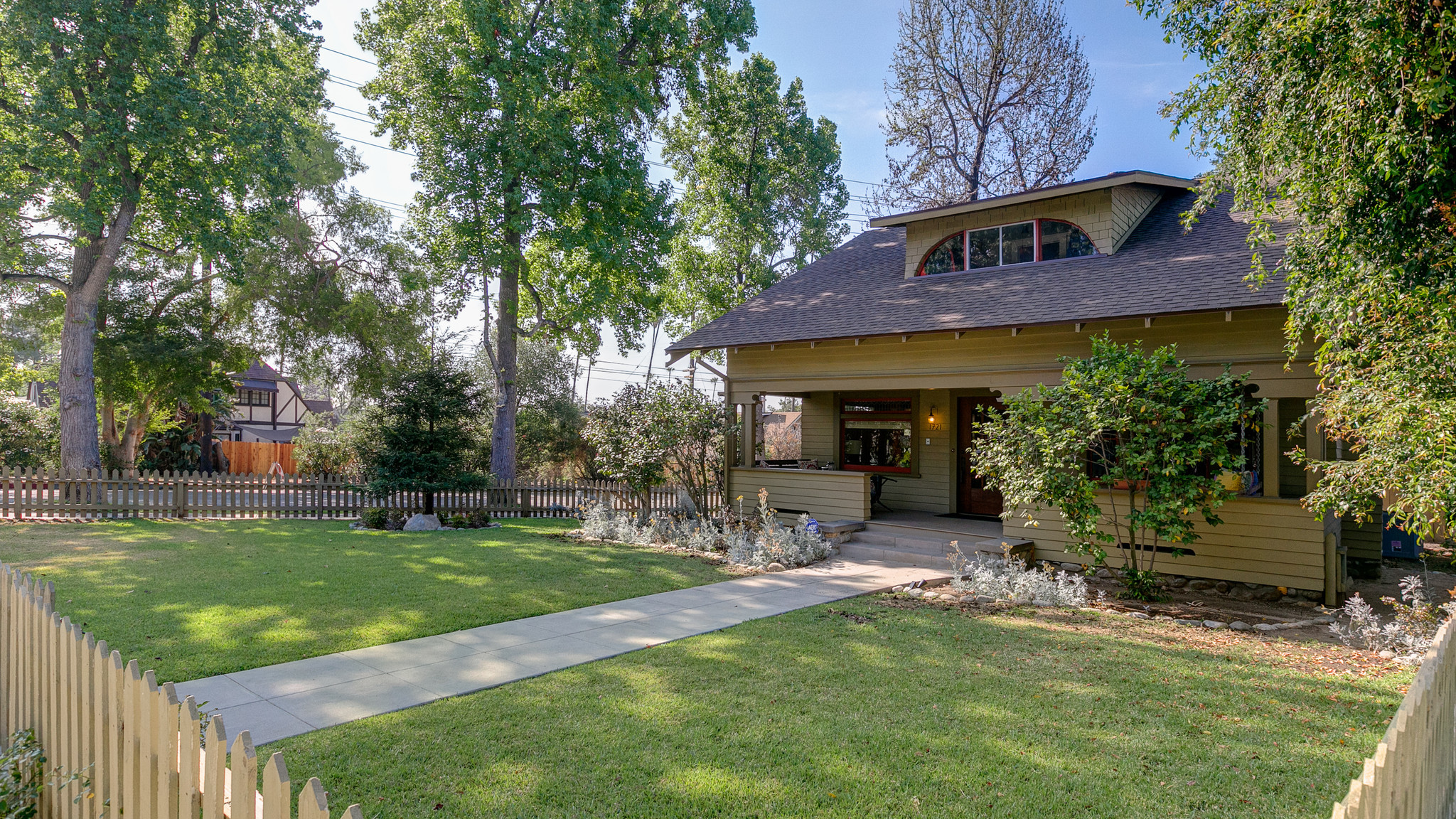 Home of the day classic craftsman in south pasadena for for Craftsman classic