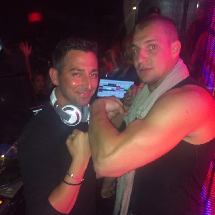 Rob Rob Gronkowski >> Around town: Rob Gronkowski hires Cubs' DJ for Gronk's Party Ship - Chicago Tribune