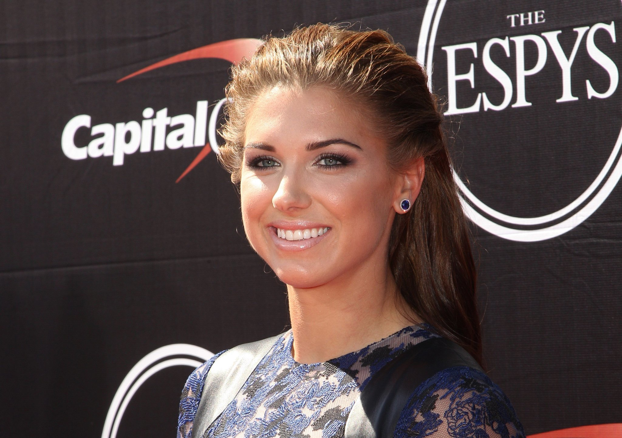 Alex Morgan joins Lionel Messi on cover of FIFA 16 - Chicago Tribune