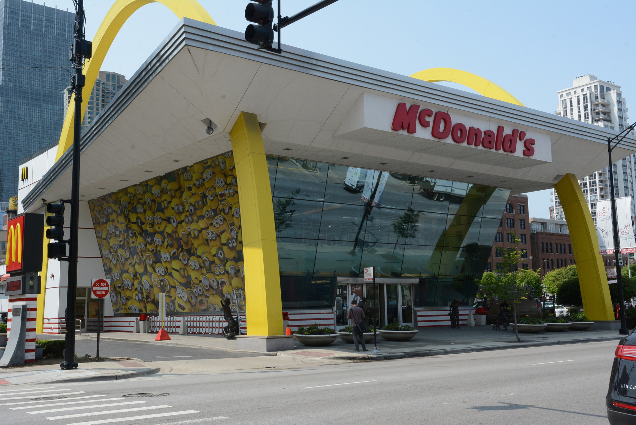 McDonald's calls U.S. business a 'drag' but sees progress ...
