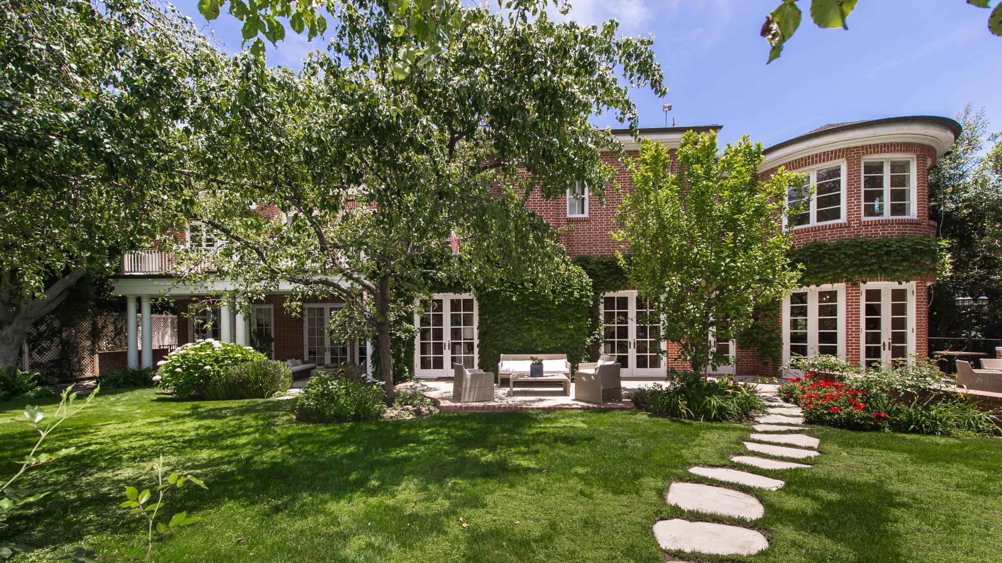 Star Trek Actor Jonathan Frakes Sells Beverly Hills Home