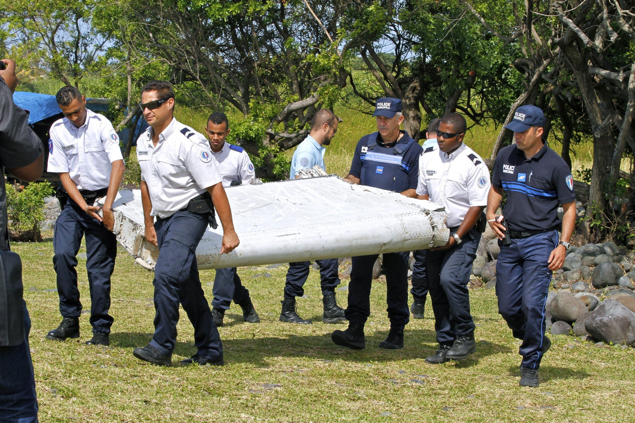 Debris may belong to missing Malaysia Airlines jet