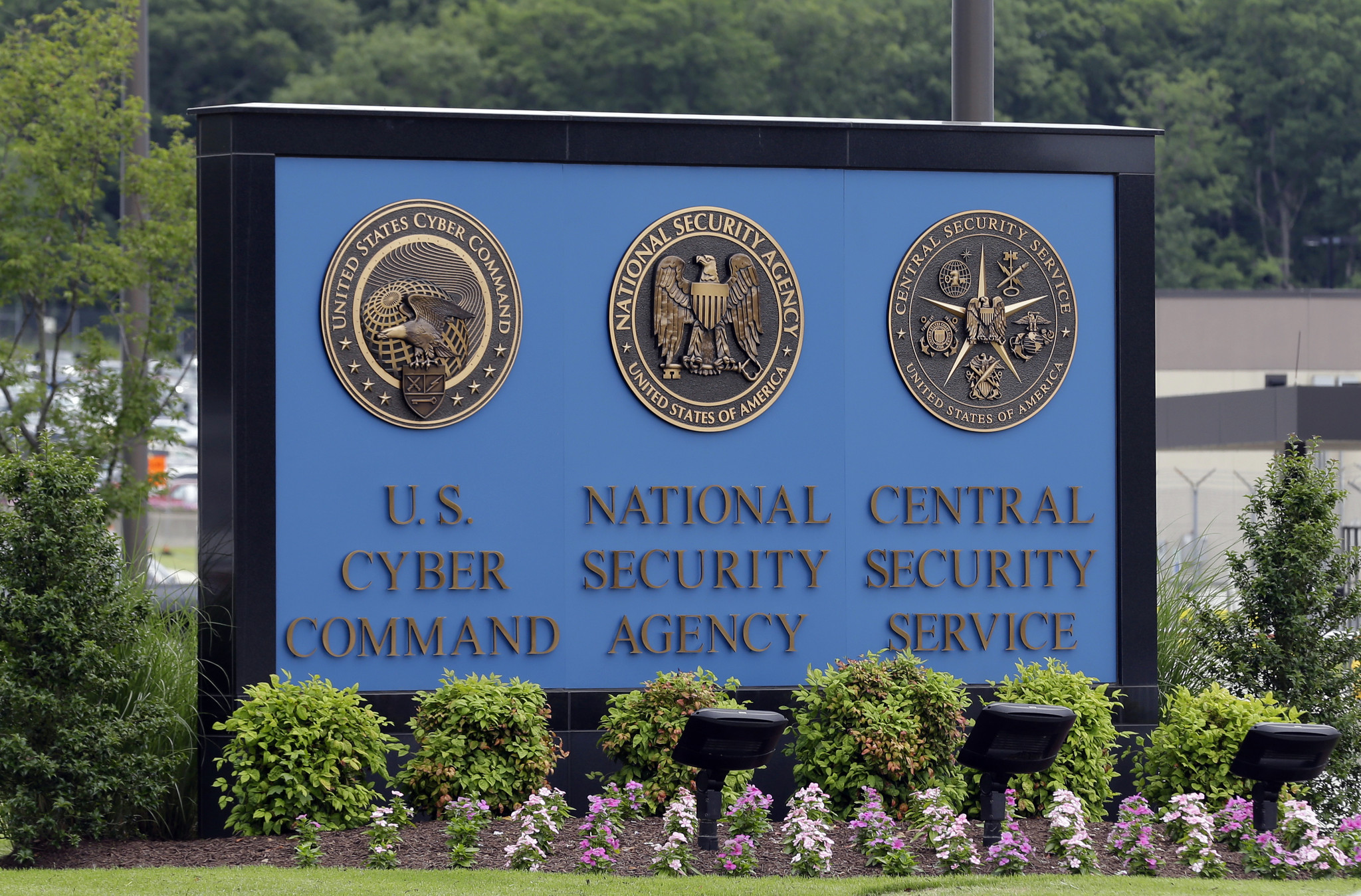 Pentagon seeks cyber-weapons strong enough to deter attacks