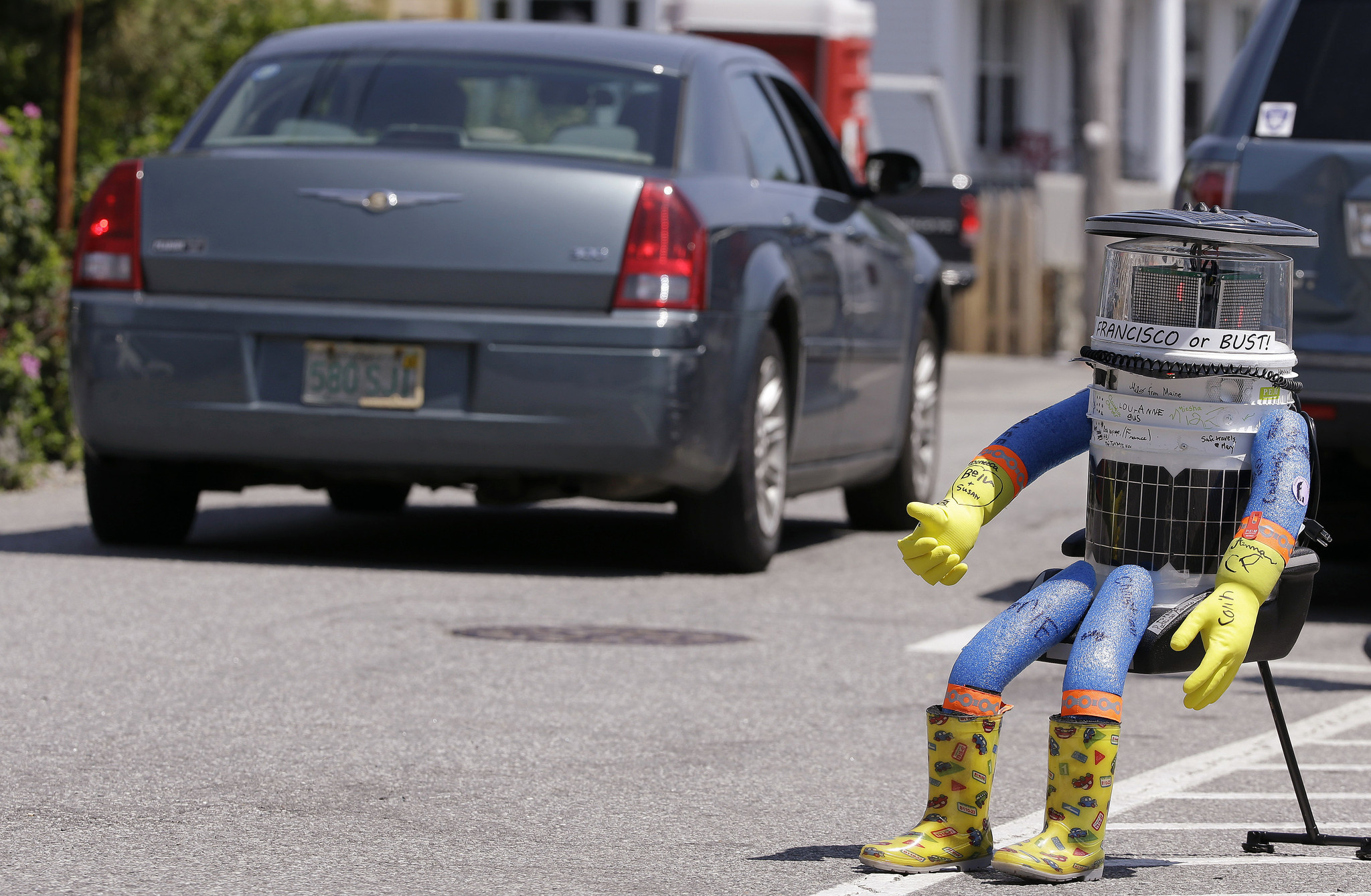 Hitchhiking robot's cross-country trip in U.S. ends in Philly