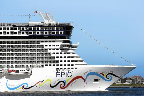 <p>Norwegian Epic sails up the Hudson River on July 1, 2010 in New York on its maiden voyage from Southampton to New York.</p>