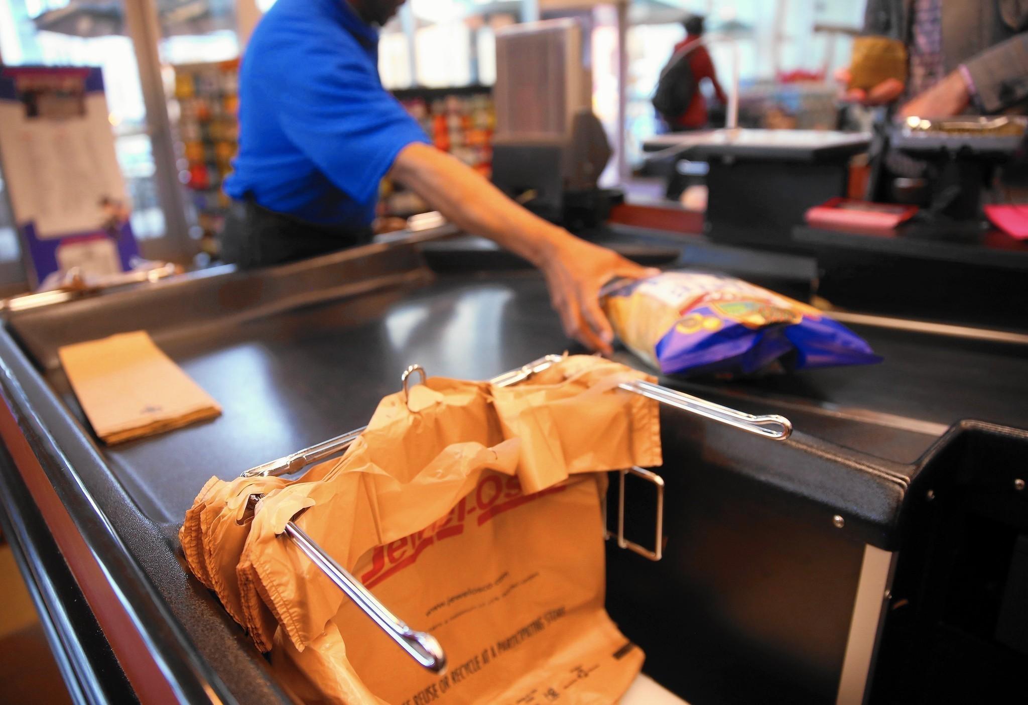 Plastic bag ban chicago - Poop Bag Entrepreneurs See Opportunity In Chicago S Plastic Bag Ban Chicago Tribune