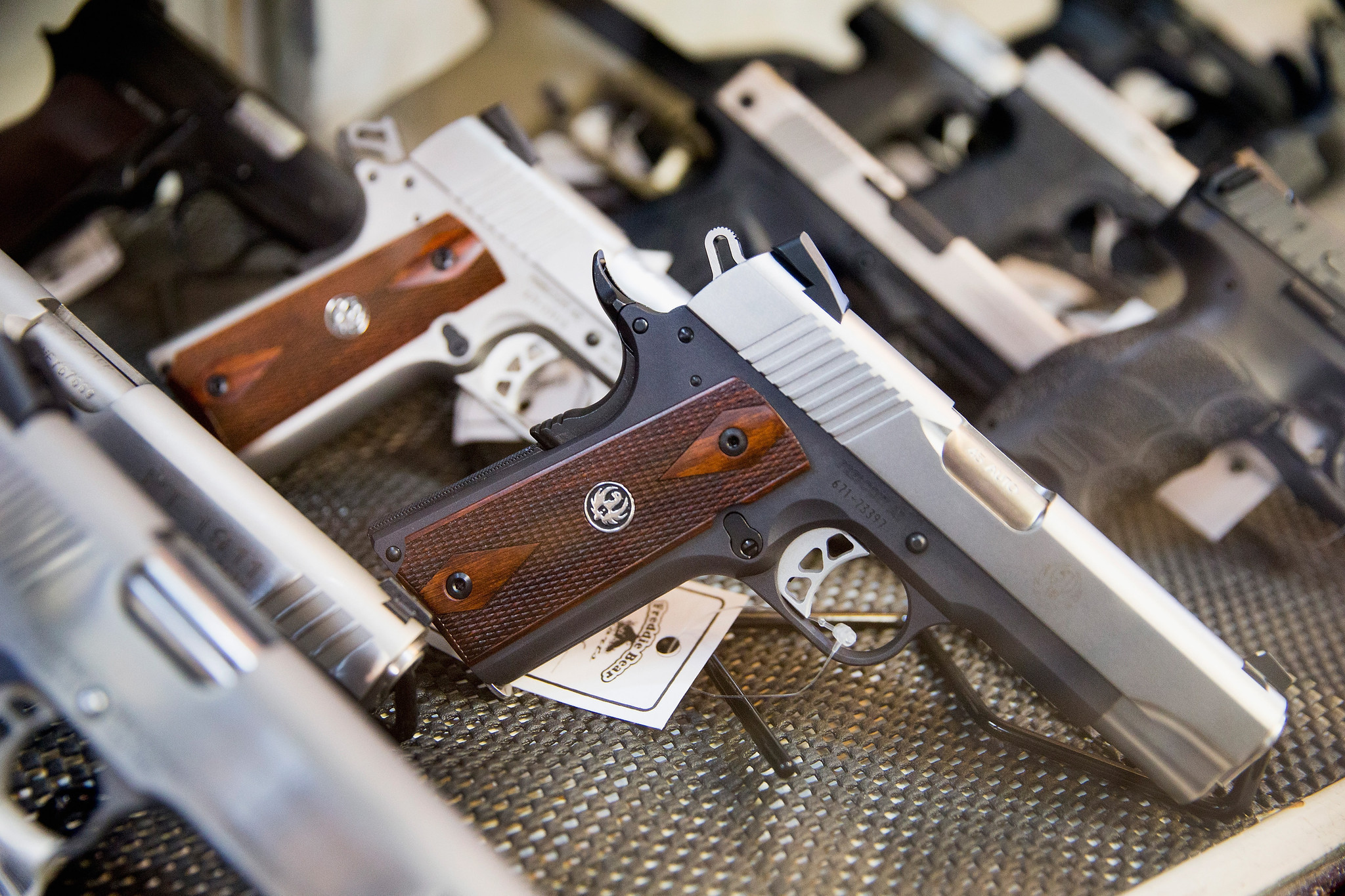 an argument for owning guns in america Should guns be banned in america  owning guns is a  stop arguing about this because no matter how smart you are with your argument on why guns should be.