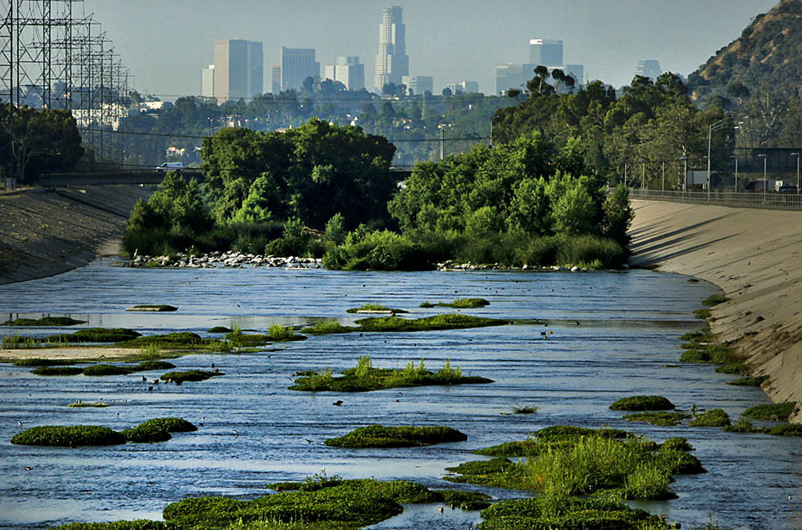 Architect Frank Gehry is helping L.A. with its Los Angeles River master plan, but secrecy troubles some - LA Times