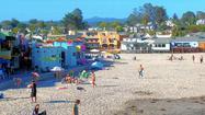 A train depot B&B, family-friendly beach, moonlight cliff walk in Capitola