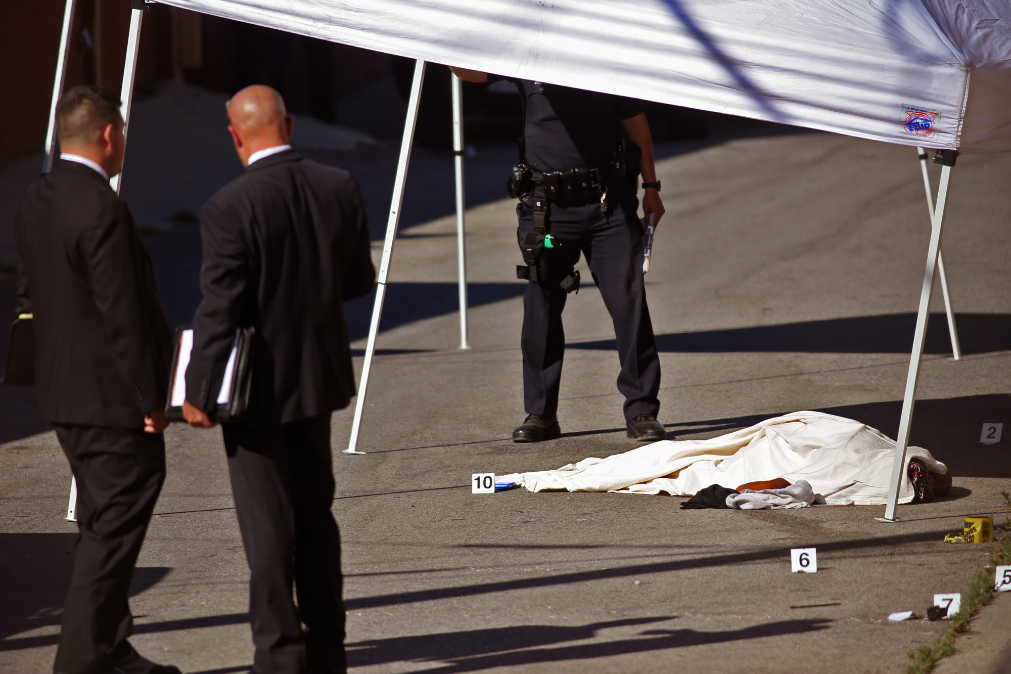 woman killed by lapd after robbery reported in south l a
