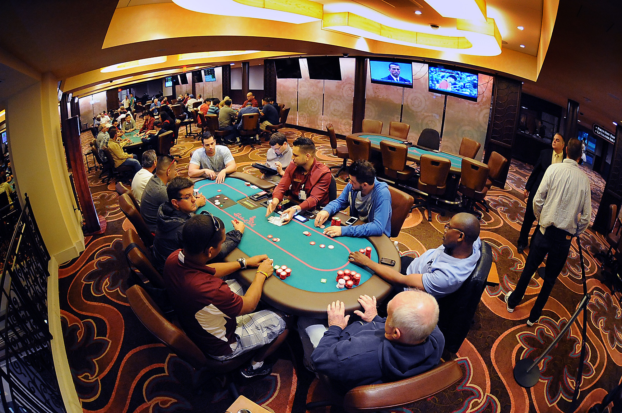 What is 3 betting in texas holdem
