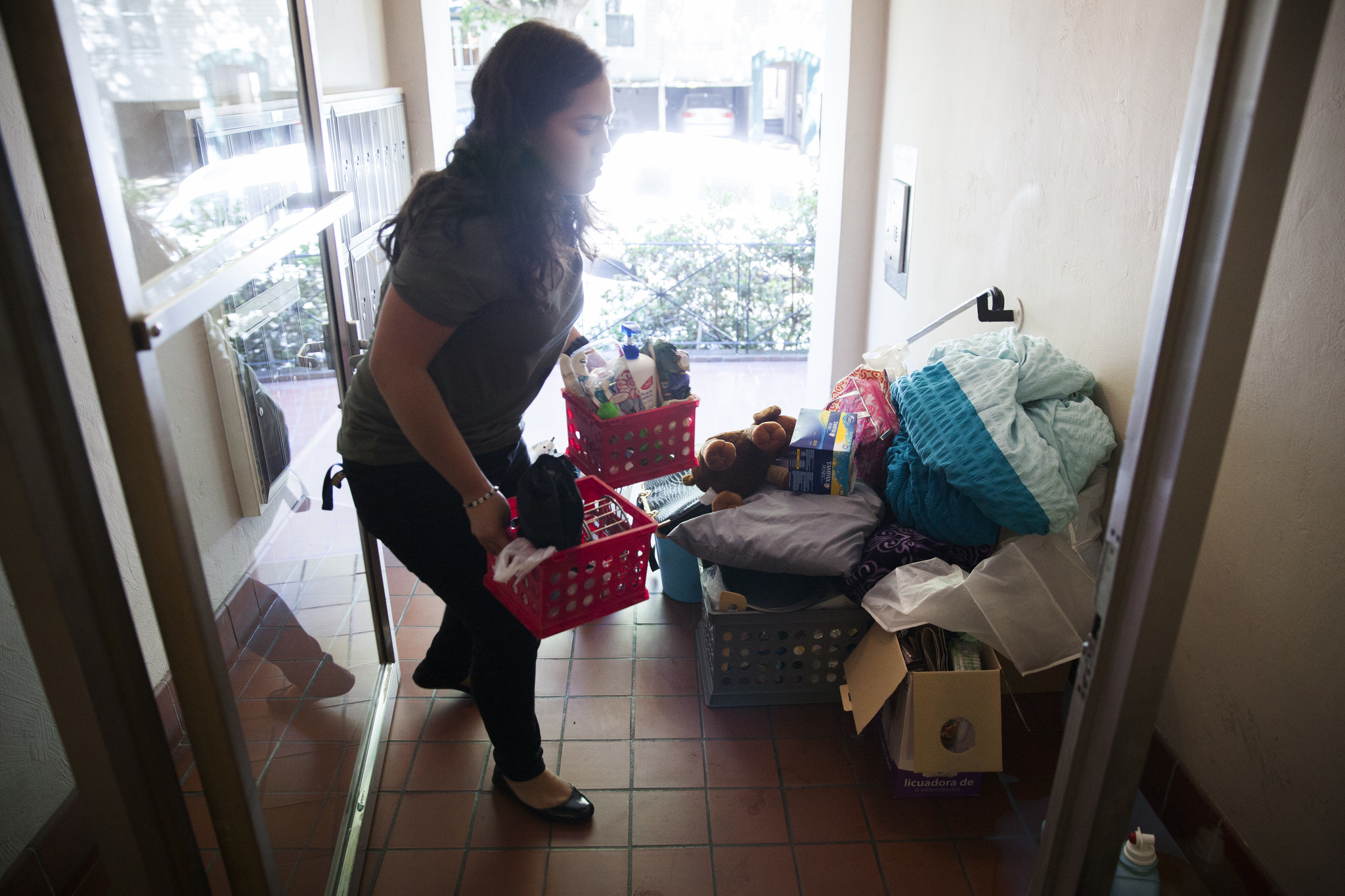 college students move off campus as room and board costs