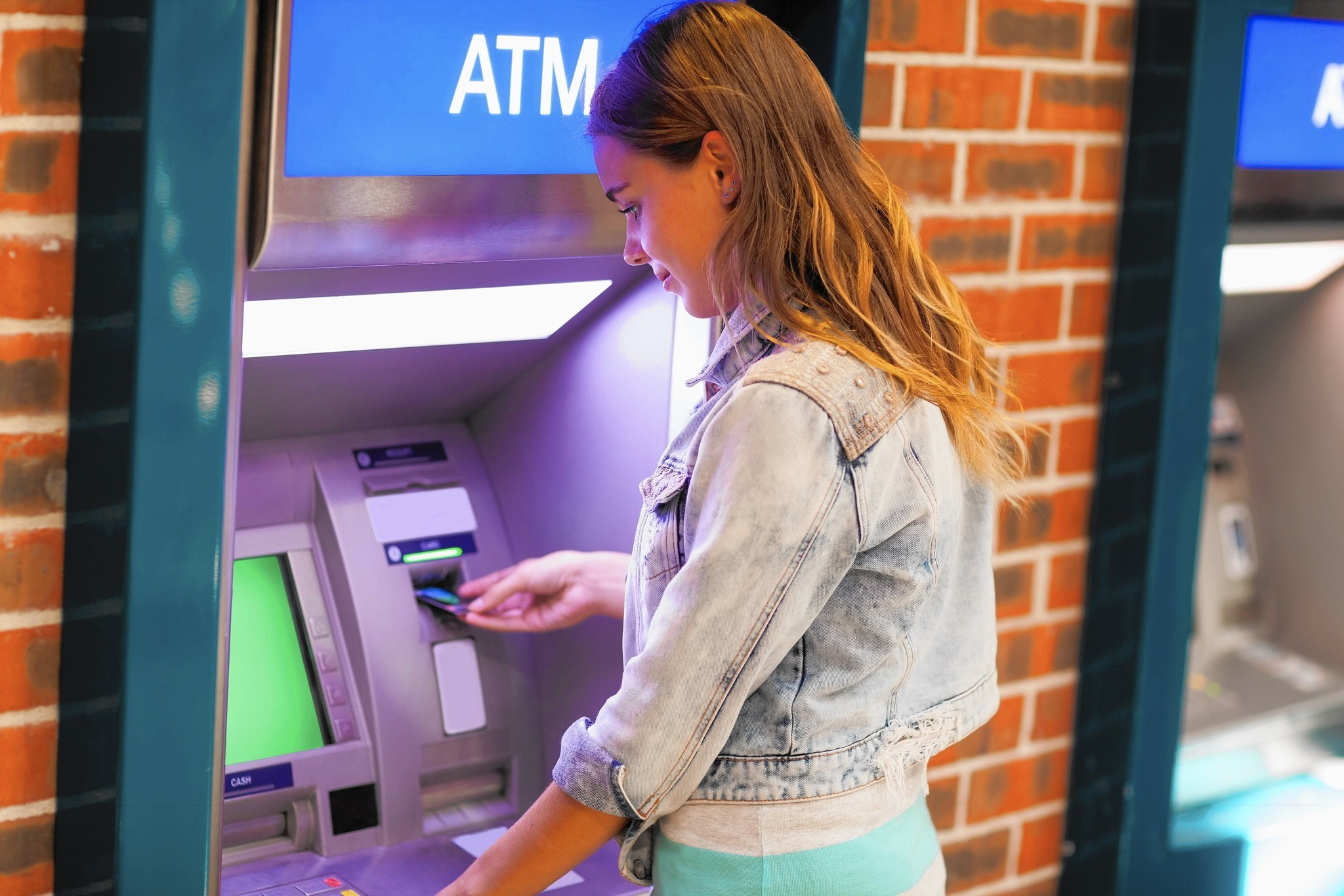 Tips for college students opening a bank account
