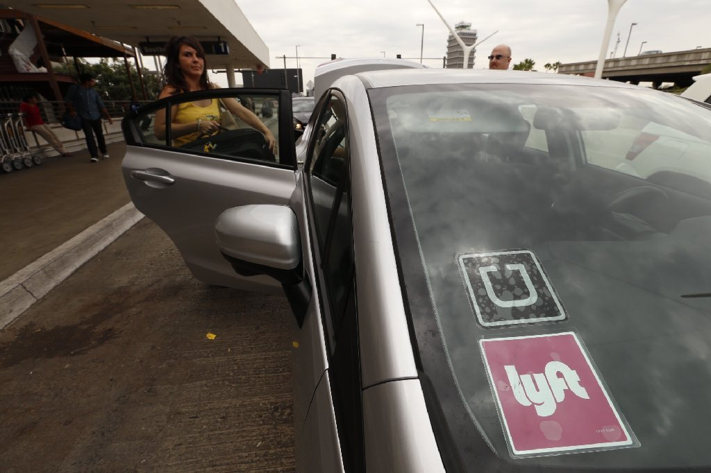 los angeles lawmakers approve plan that would allow uber and lyft pickups at lax la times. Black Bedroom Furniture Sets. Home Design Ideas