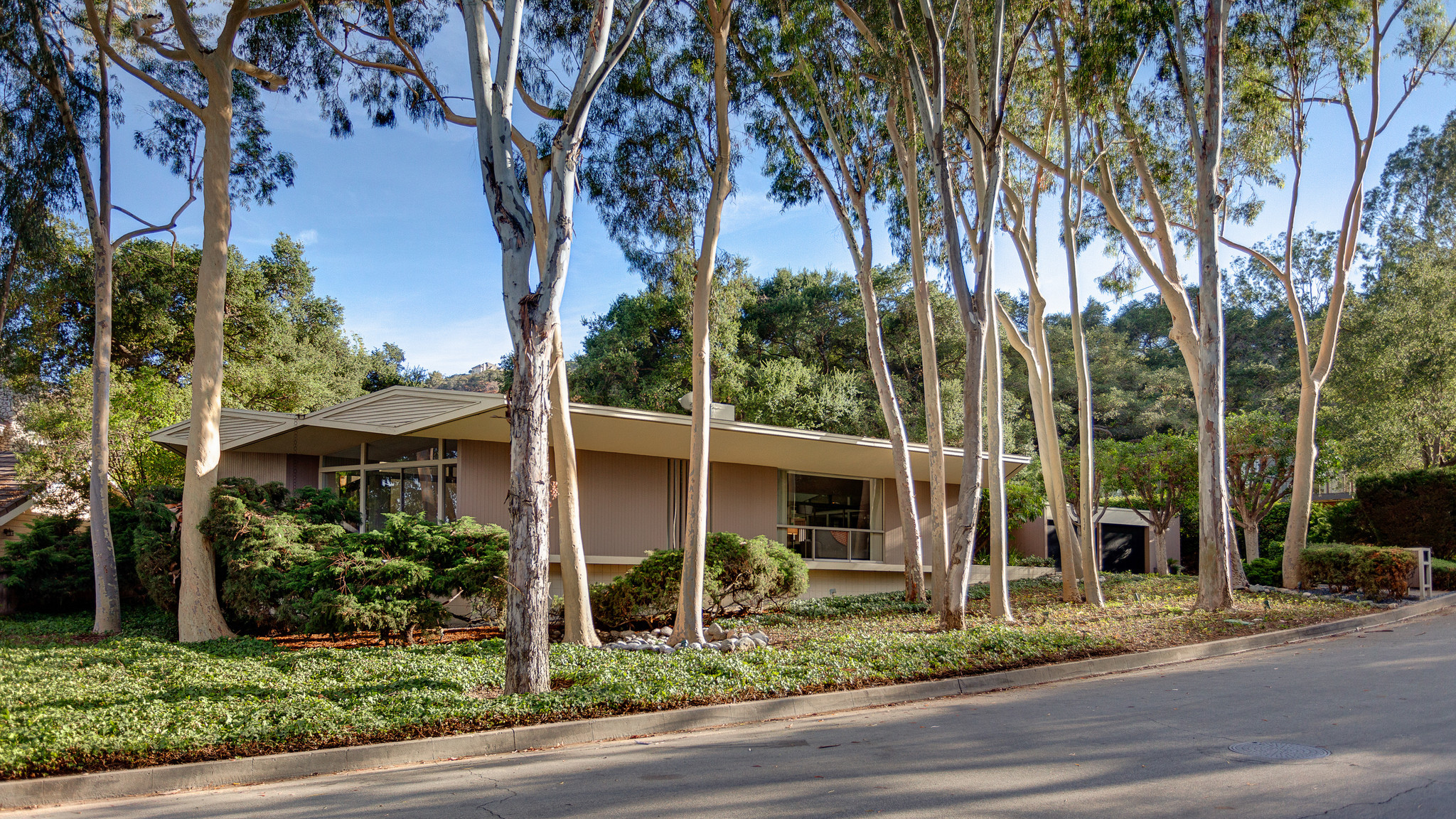 Home Of The Day Pasadena Midcentury Modern With A Beatles - Midcentury modern la