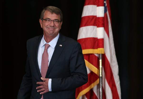 Defense Secretary Ashton Carter courts tech leaders in ...