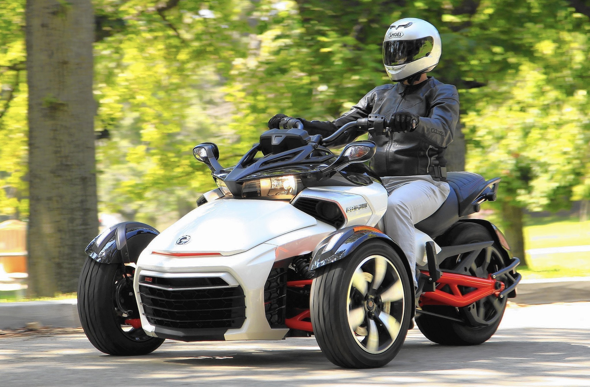 can am spyder review newbies may dig it serious bikers not so much la times. Black Bedroom Furniture Sets. Home Design Ideas