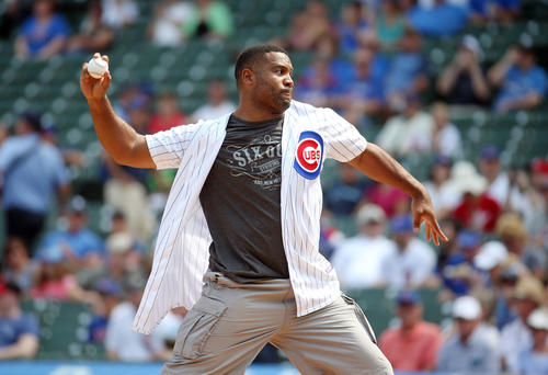 <p>Former Bears linebacker Lance Briggs throws out a ceremonial first pitch.</p>