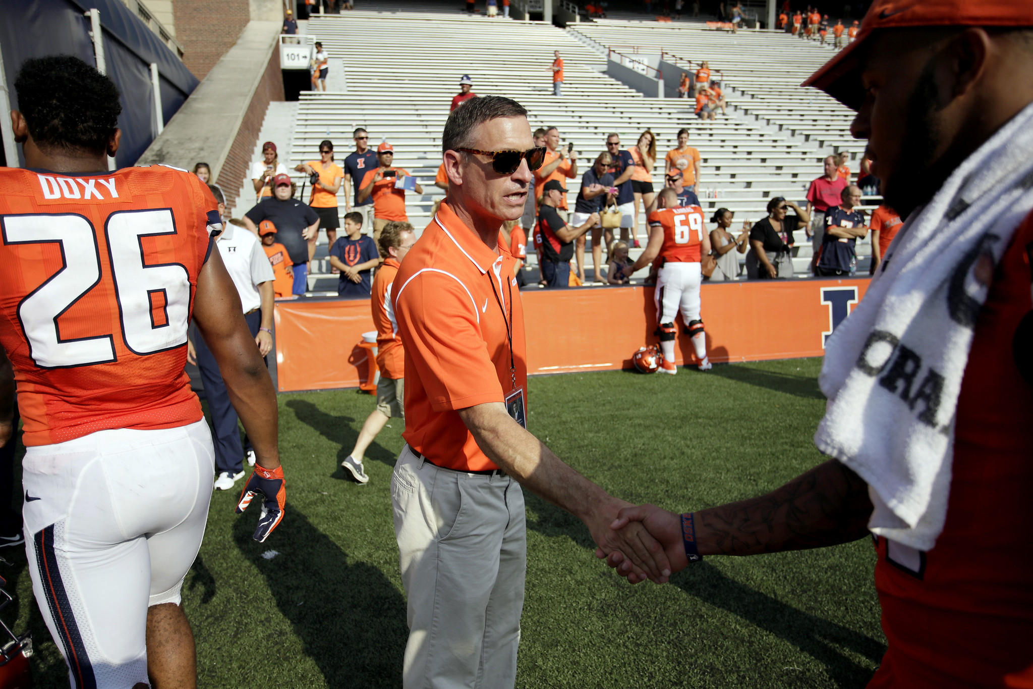Illinois marks end of tumultuous preseason with 52-3 victory