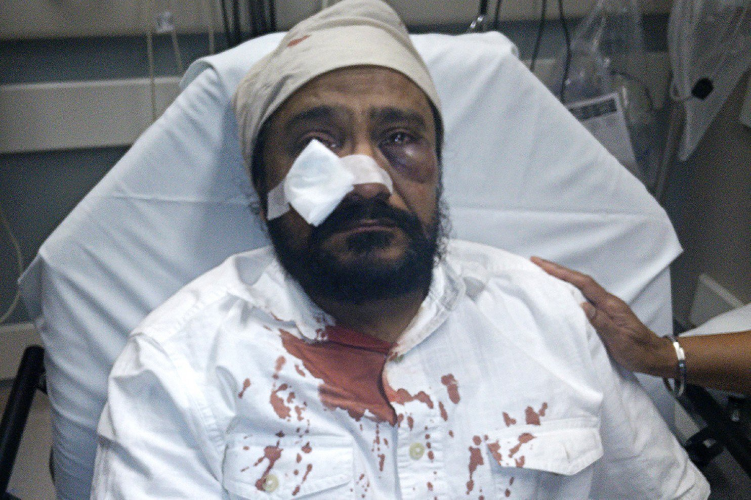 [Image: ct-police-investigate-after-sikh-man-cal...n-20150910]