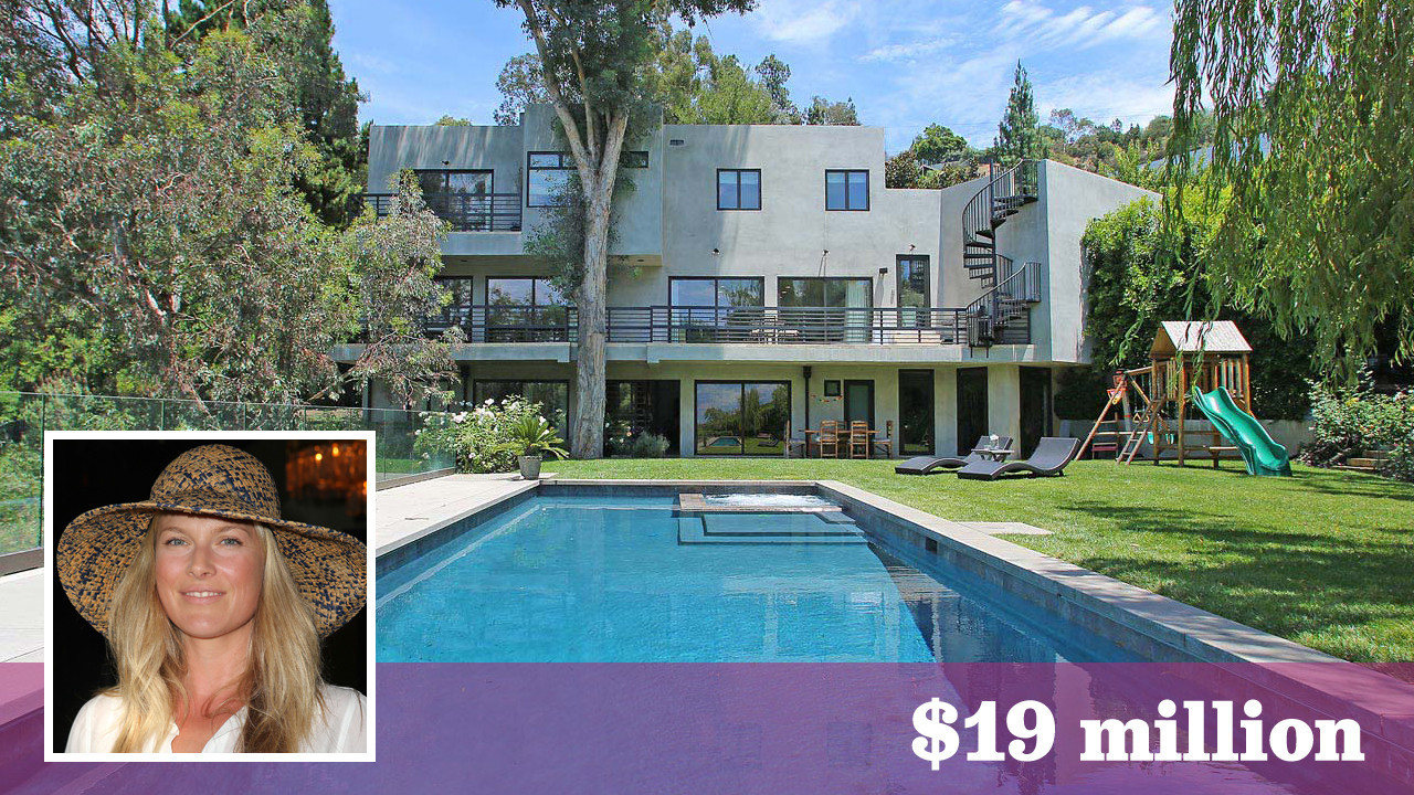 photo: house/residence of sexy cute attractive  8 million earning Los Angeles, California, United States-resident