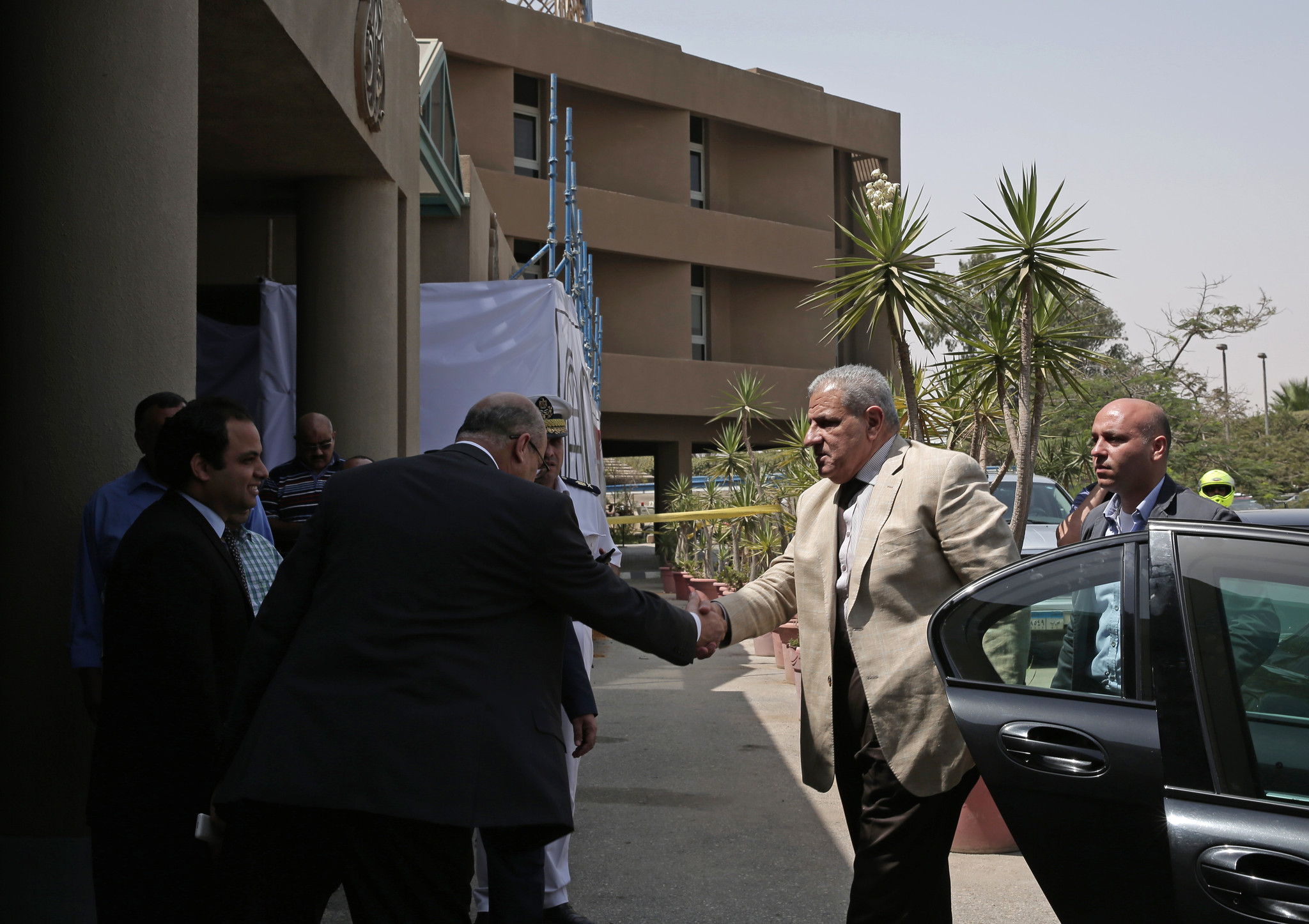 Egyptian forces mistakenly shoot tourists, killing 12; U.S. citizens among wounded