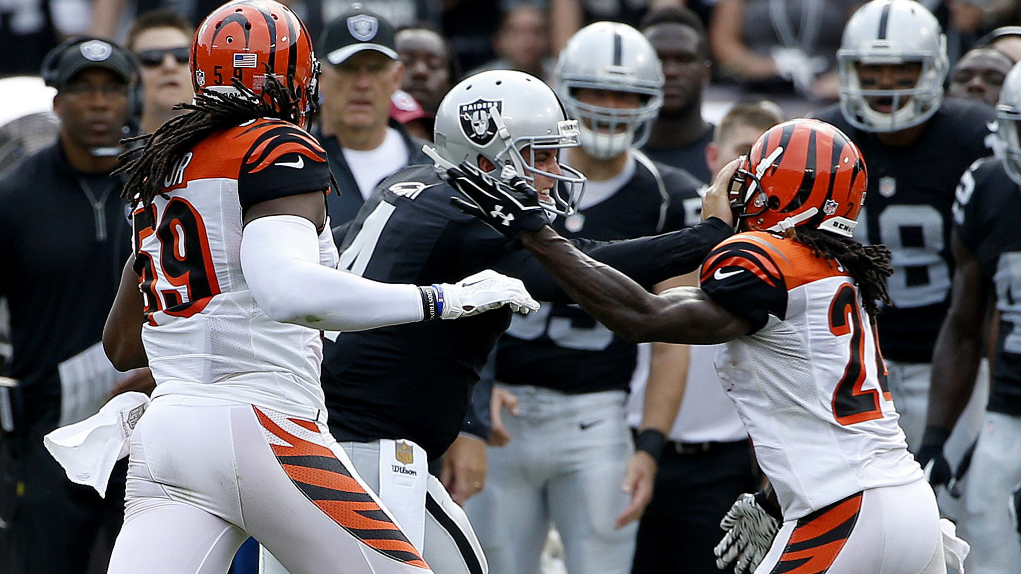 Raiders good news about quarterback Derek Carr s injured hand