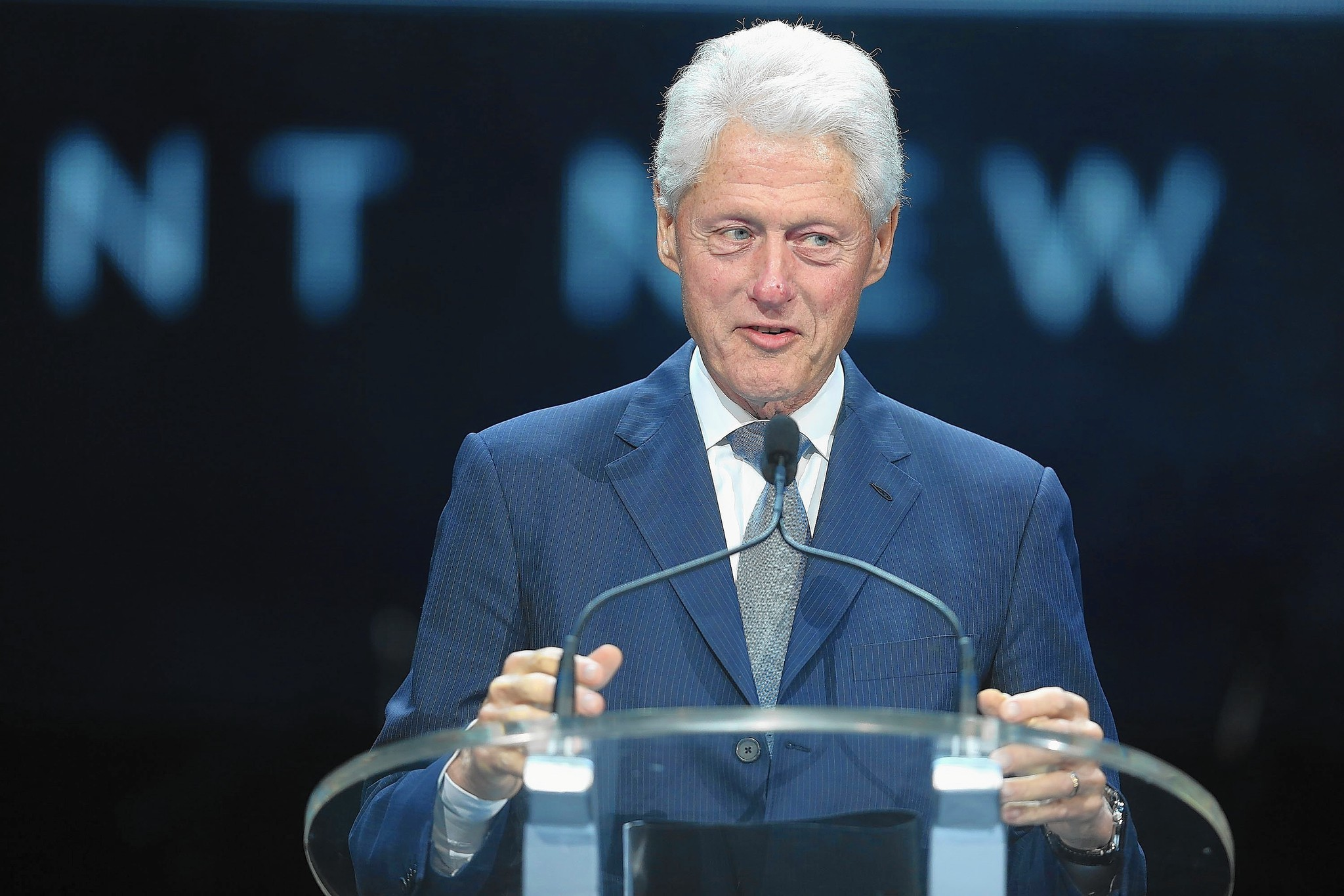 bill clinton hits chicago to raise money for wife s presidential bill clinton hits chicago to raise money for wife s presidential bid chicago tribune