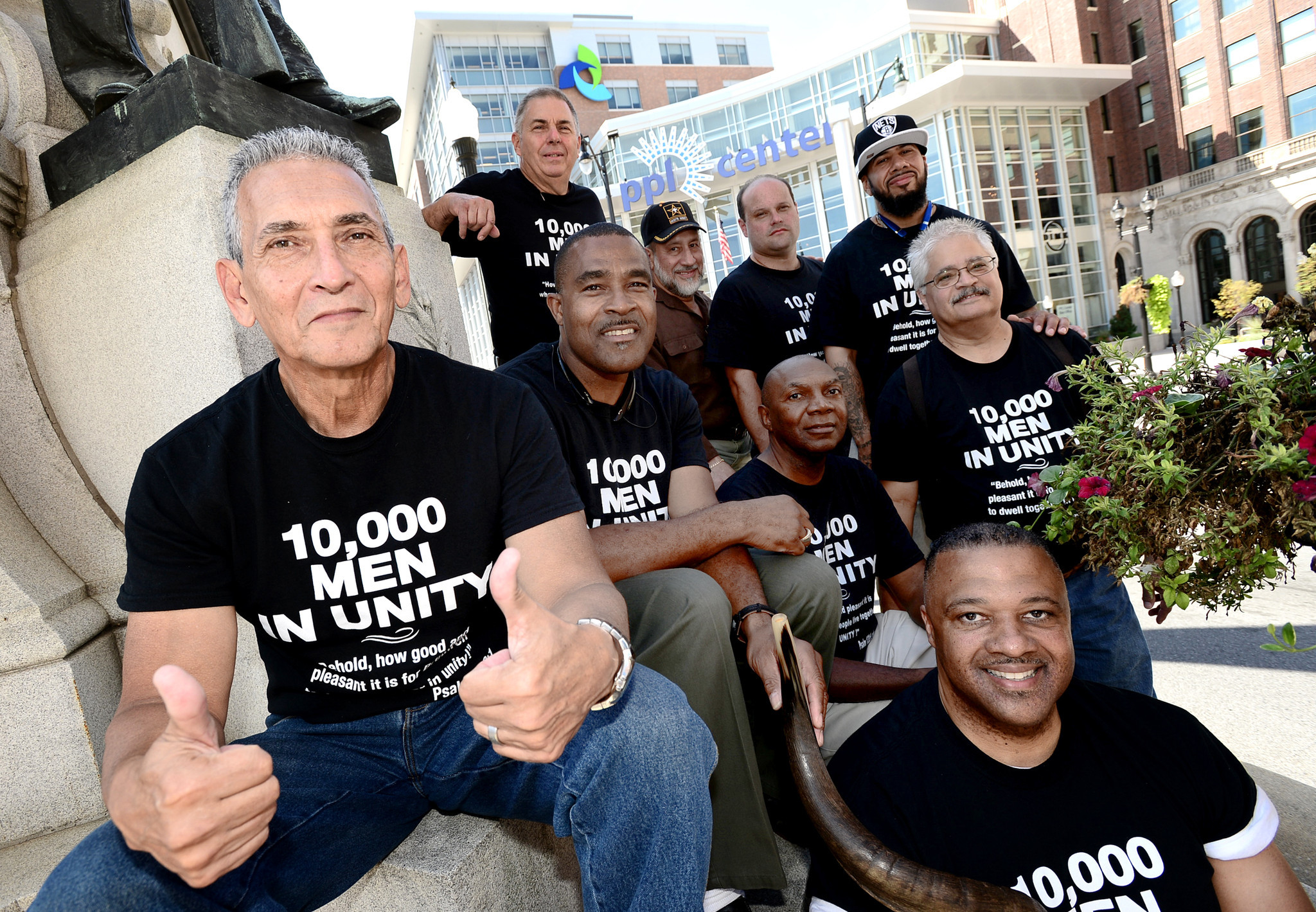 10 000 Men in Unity ing to Allentown features kicker David Akers The Morning Call