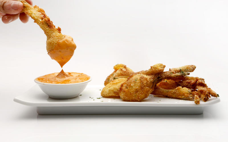 Cornmeal-fried spring onion with chile aioli
