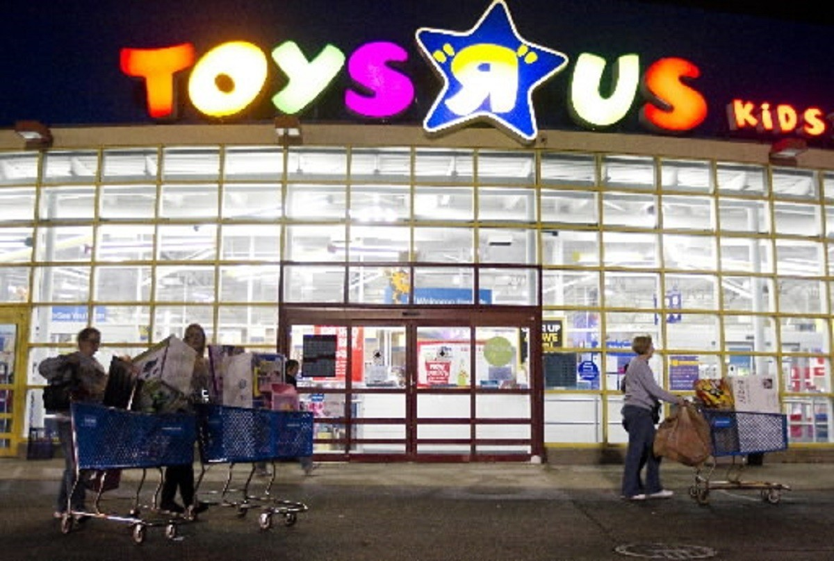 Toys Quot R Quot Us Hosts Car Seat Trade Event Daily Press