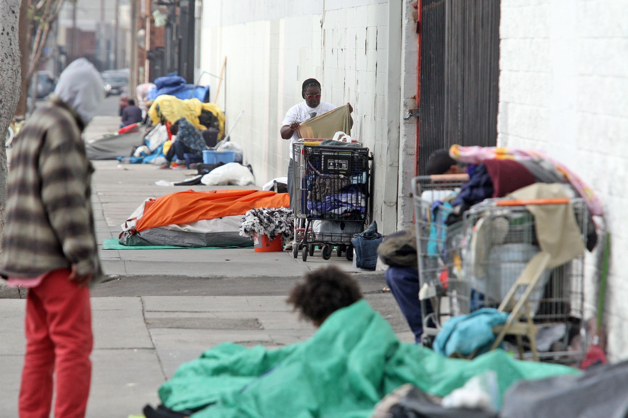 L a supervisor urges governor to sign off on county 39 s for Los angeles homeless shelter