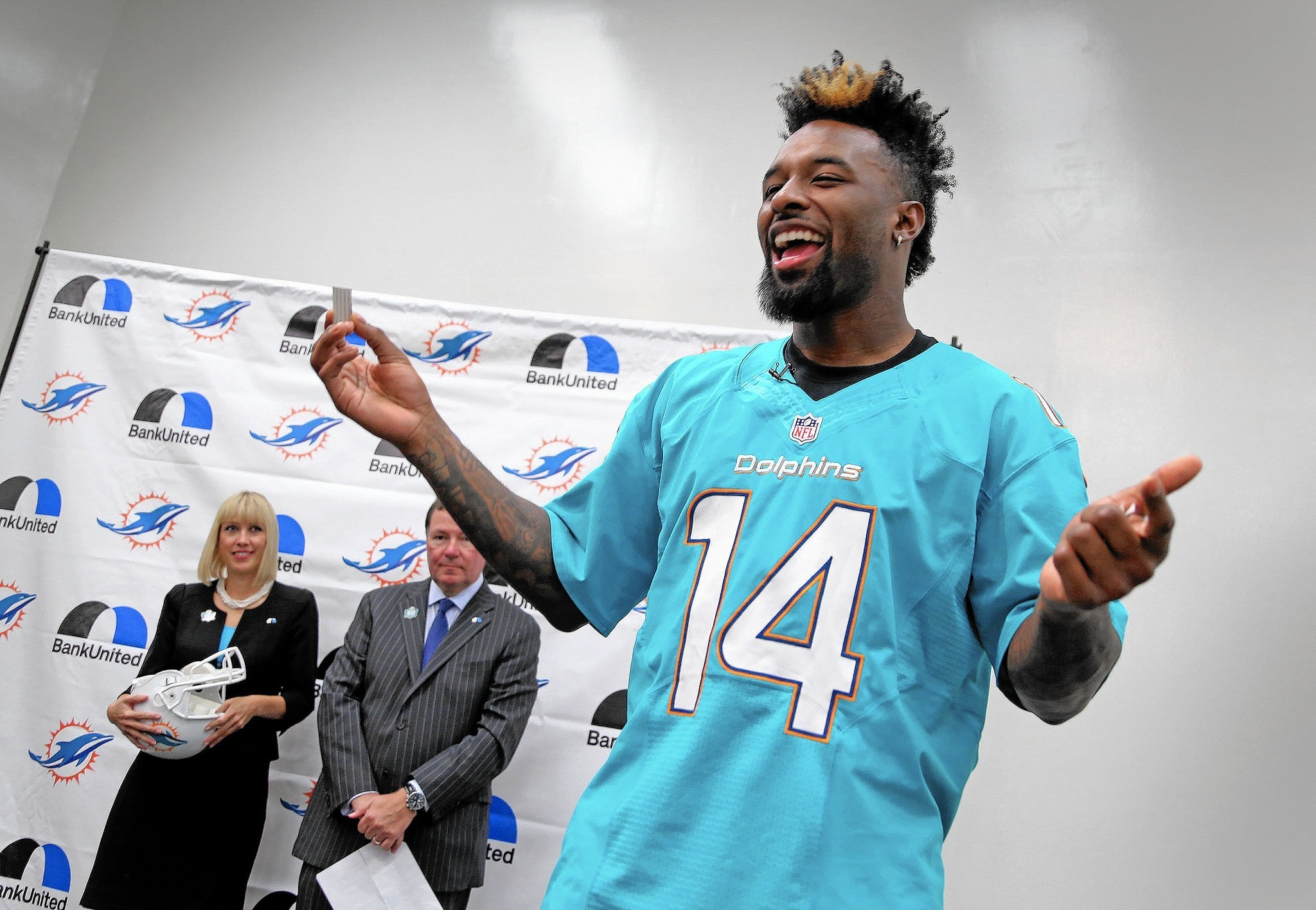 Miami dolphins jarvis landry helps launch financial literacy miami dolphins jarvis landry helps launch financial literacy program at davie school sun sentinel m4hsunfo