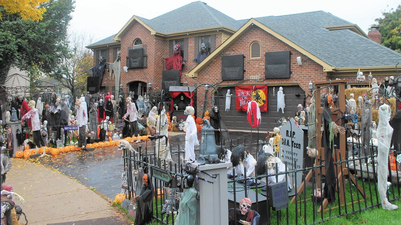 Naperville Halloween house