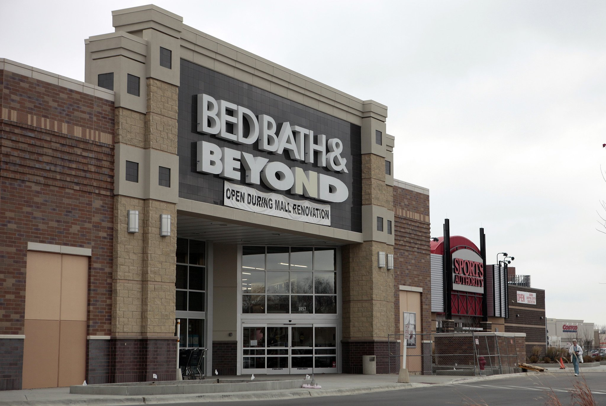 bed bath beyond coupons are squeezing the company 39 s. Black Bedroom Furniture Sets. Home Design Ideas