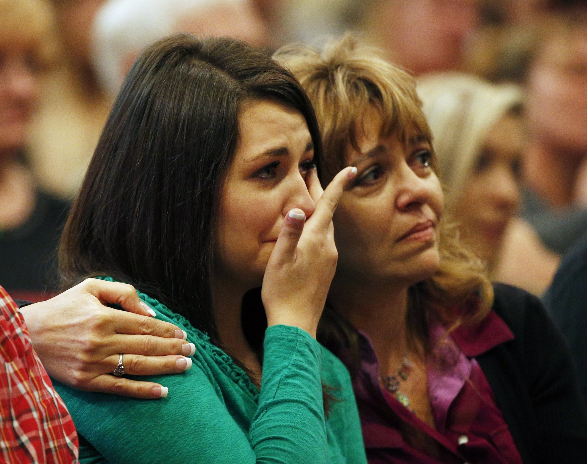 Oregon gunman was kicked out of Army, studied mass shooters