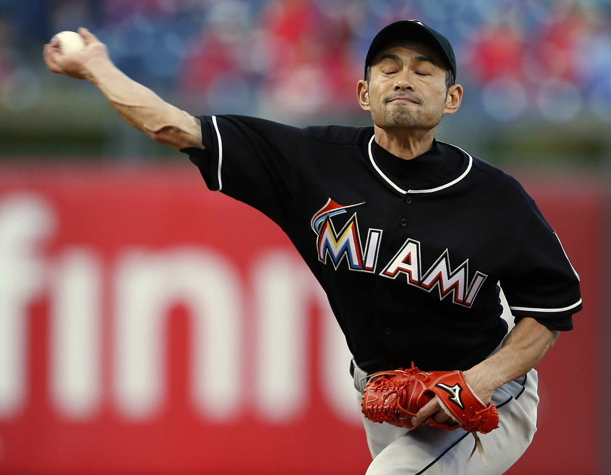 Ichiro Suzuki shows his stuff in surprise pitching debut for Marlins
