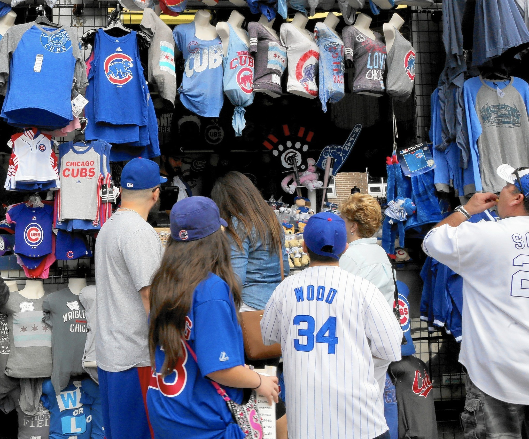 5d4f02e5cf2 How to jump on the Cubs bandwagon at any budget - Chicago Tribune
