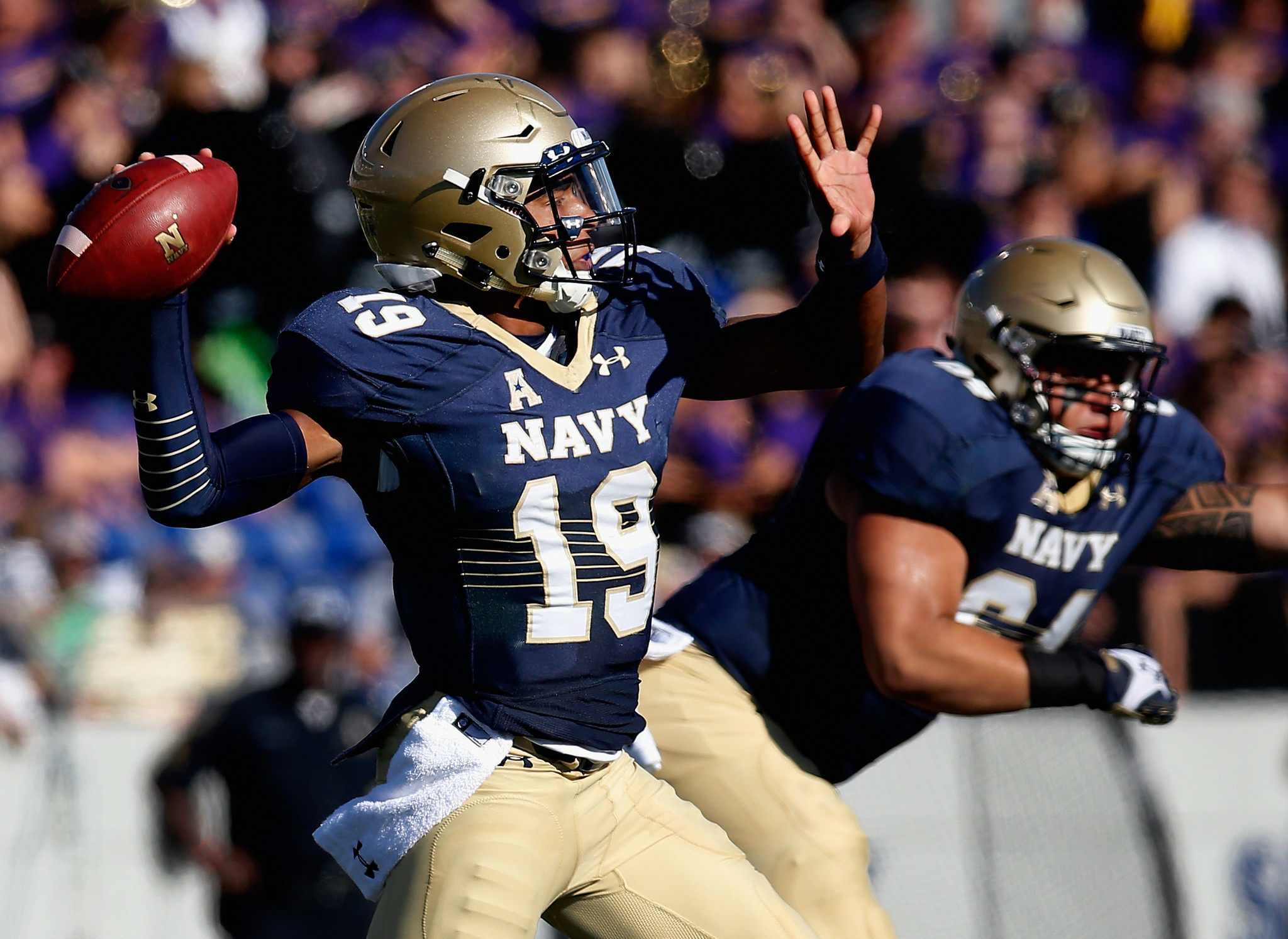 bal-navy-quarterback-keenan-reynolds-vying-for-johnny-unitas-golden-arm-award-20151009