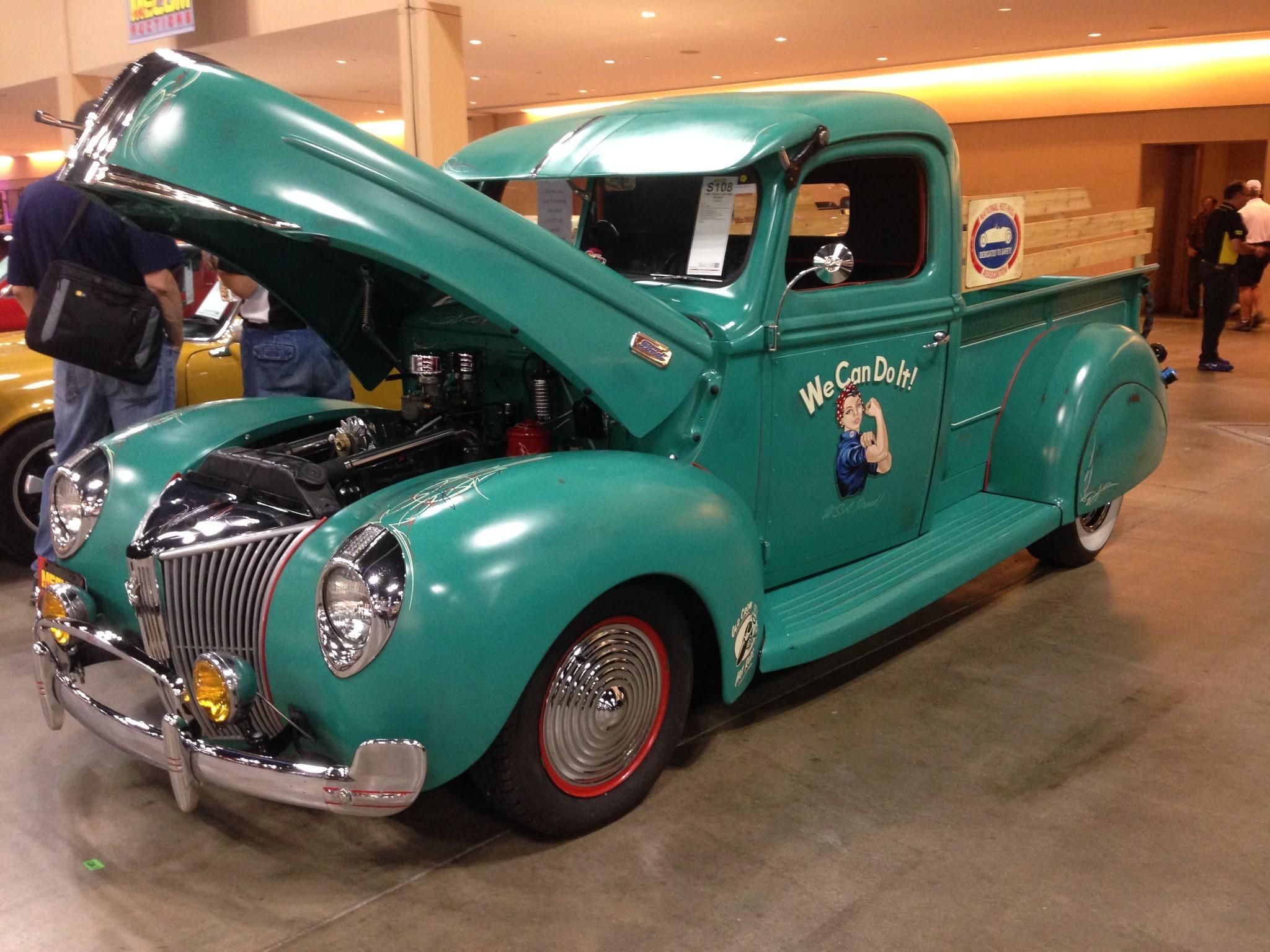 Mecum classic car auction rolls into Chicago - Chicago Tribune