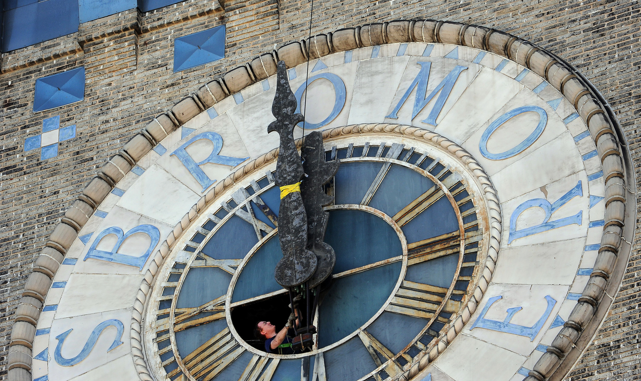 Bromo seltzer tower 39 s clock loses its hands as major for Major motors baltimore maryland