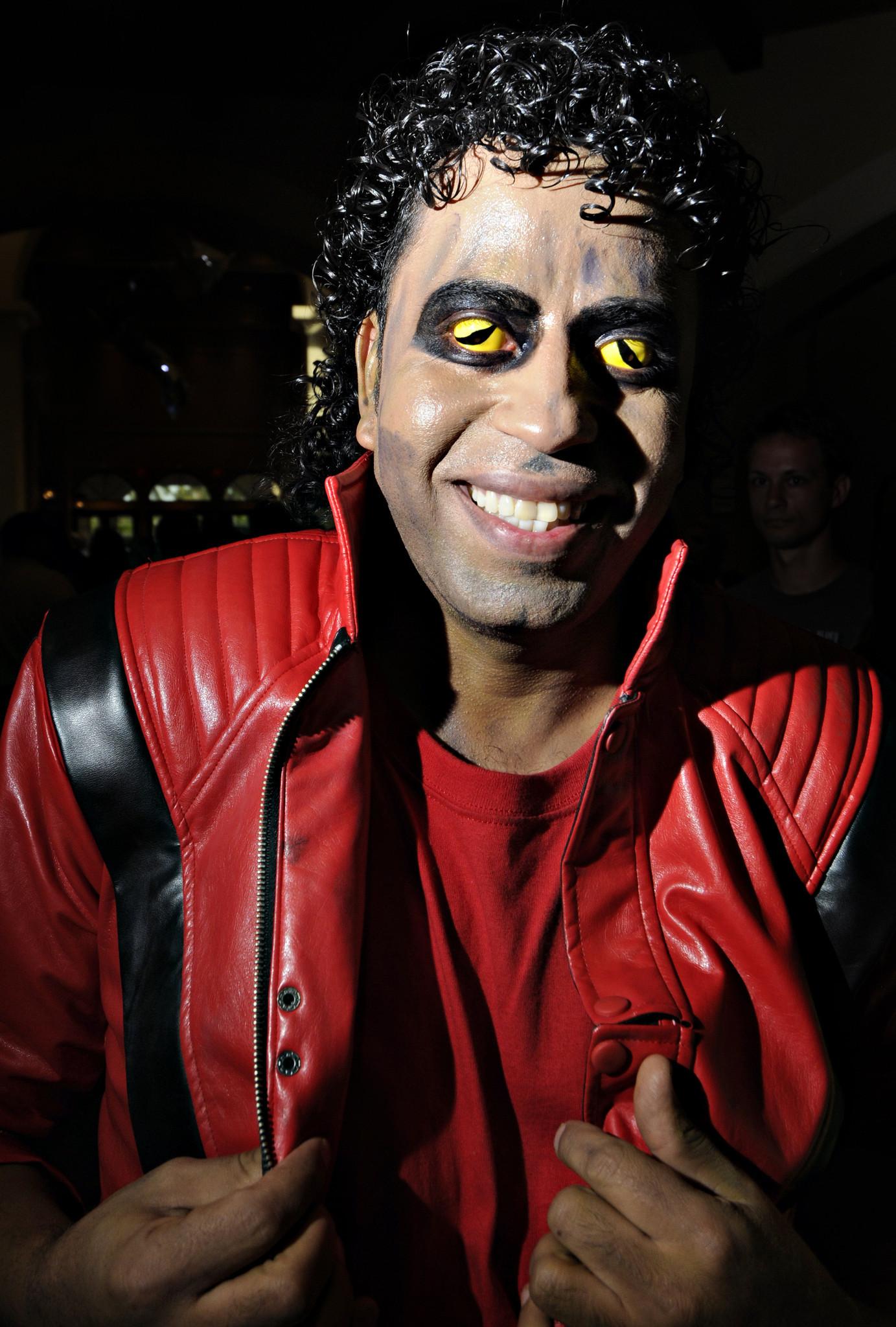 ICE warns Halloween partyers to beware costume contact lenses - Sun Sentinel  sc 1 st  Sun Sentinel & Now thatu0027s scary! ICE warns Halloween partyers to beware costume ...