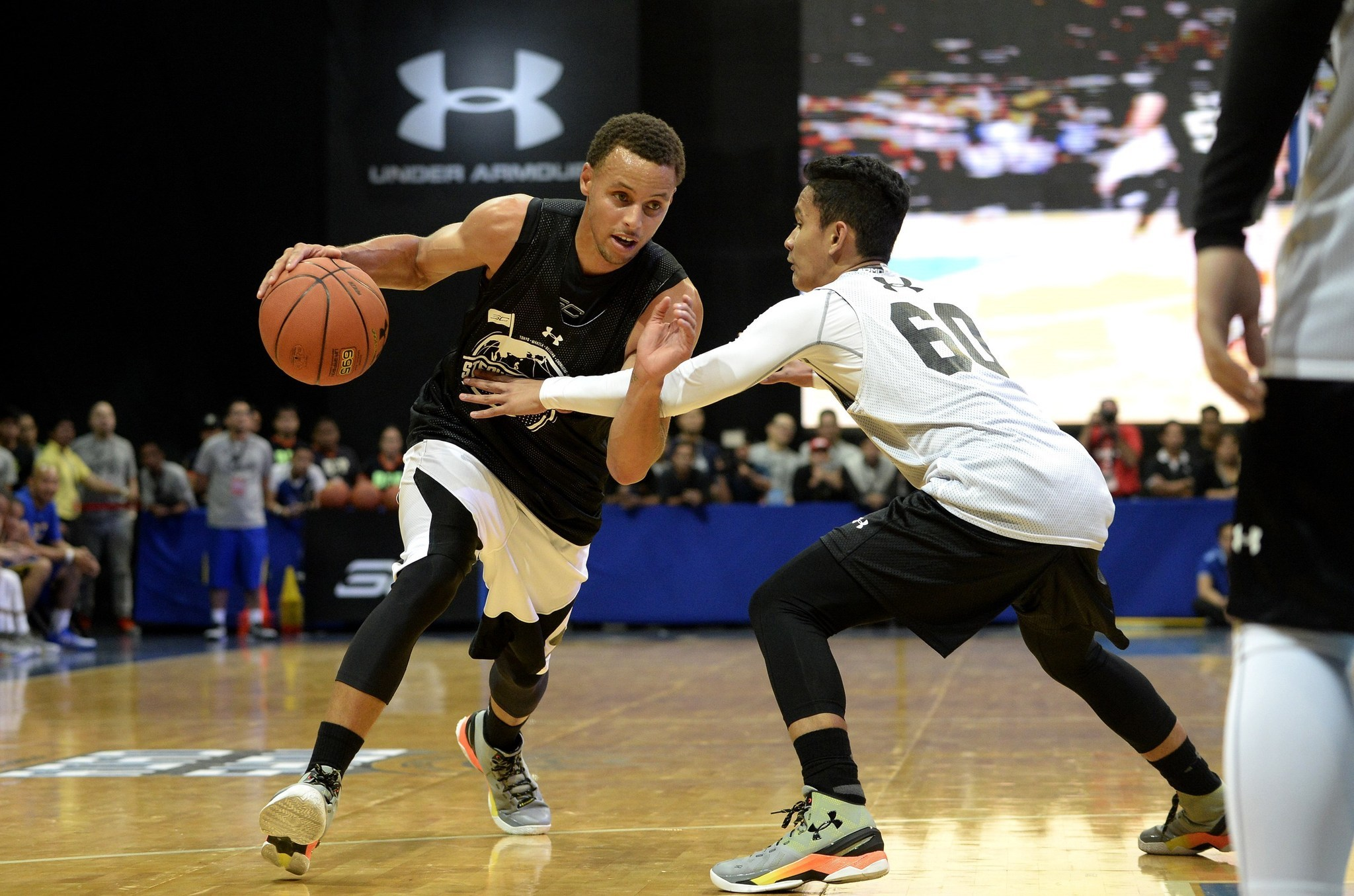 targeting rising stars under armour hopes its basketball footwear business can soar baltimore sun. Black Bedroom Furniture Sets. Home Design Ideas